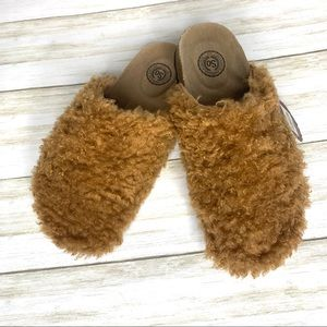 Women's SO brand Fuzzy clog style slippers. Nwt
